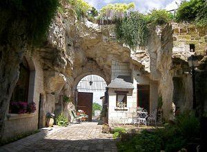 Vacances en Val deLoire avec village troglodytique, bâteau, pêche, activités nautique, SPA, piscine en famille