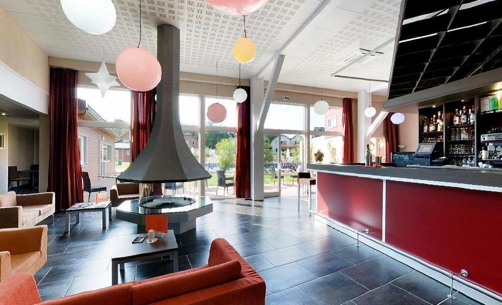 accès terrasse - bar accueil